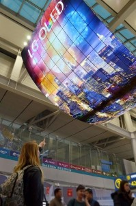 OLED Signage Incheon Airport_1