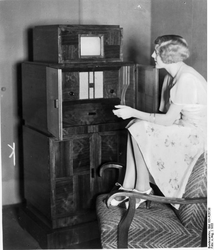Scherl: 1933: Kombinierter Fernseh- und Rundfunkempfänger der Firma Telefunken